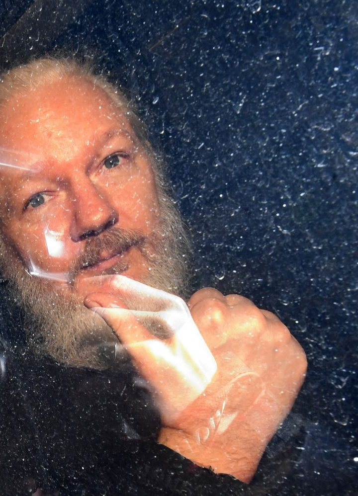 British justice decides  whether to extradite Julian Assange to US