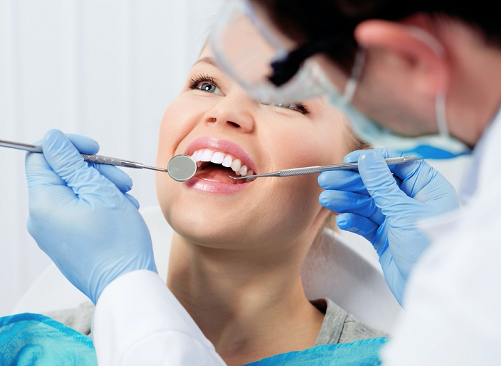 Everything That One Should Know About Denture Implants